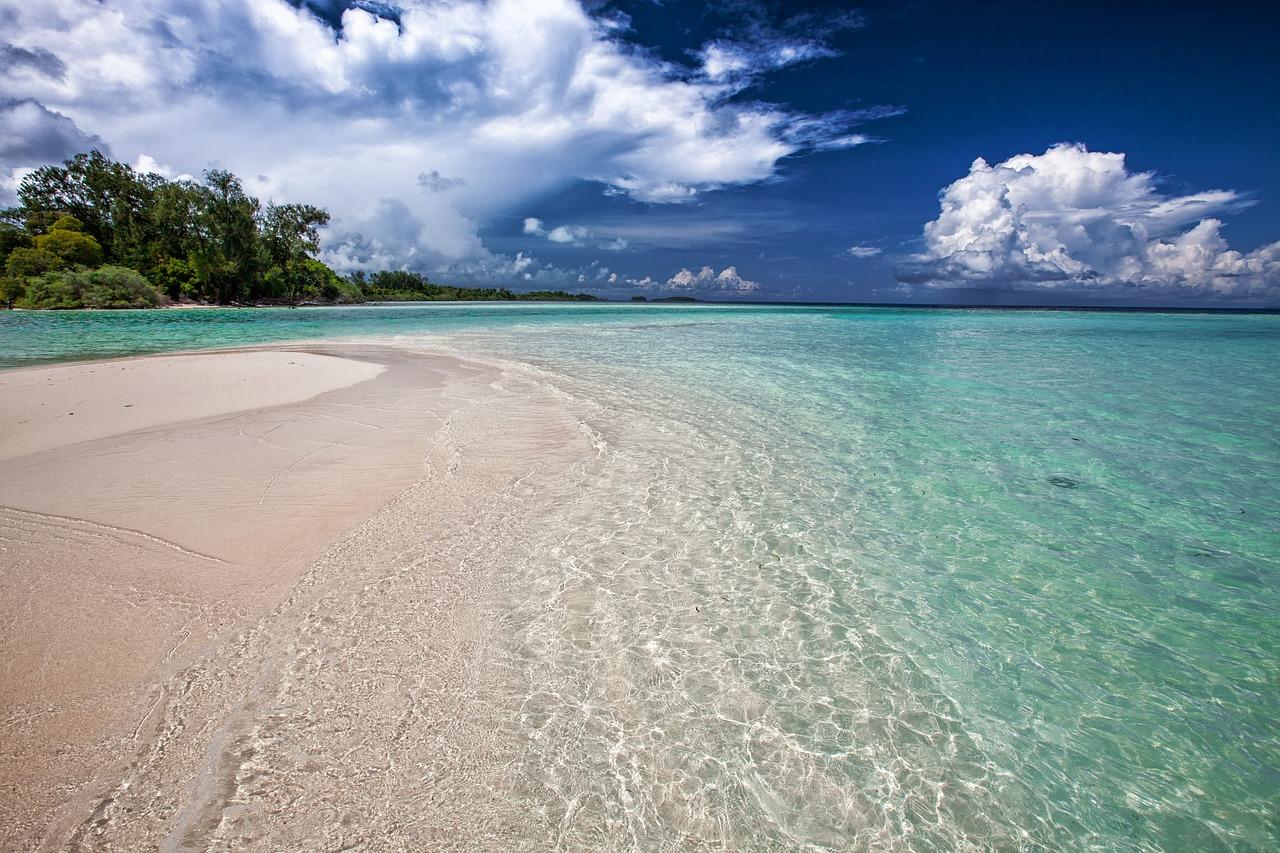 15 Hal yang Wajib Kamu Lakukan di Pantai Mutun Lampung